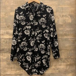 🍀4/25  FOREVER 21 Black Floral Blouse